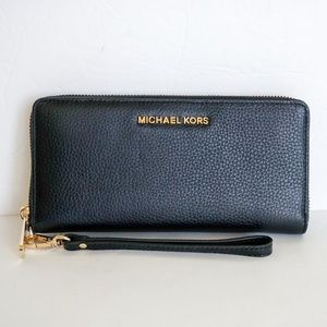 Michael Kors Jet Set LG Leather Wristlet Black